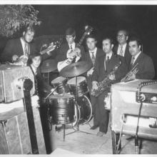"""""""La Banda"""" (creo que 1972) Como siempre yo,(empezando por la """"izquierda""""), Paquito """" El mada"""", Luis """"El lobo"""", Rodolfo, Juan"""" el medicinas"""", Paco """" Morati"""" y Pepe """" El boti""""...¡Si era una banda aquello!,"""